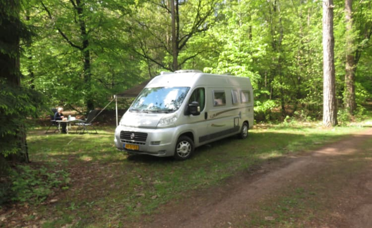 2 person bus camper with fixed bed and sanitary facilities