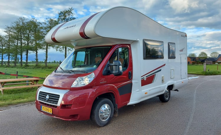 Fiat mc louis A640 – Beautiful spacious family camper with large alcove and bunk bed