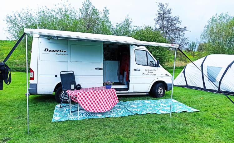 Betrouwbaar camper busje klaar voor vakantie