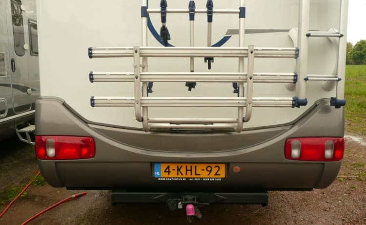 107 Hymer Camp Hoogeveen – Large family camper for 6 people with garage including free inventory