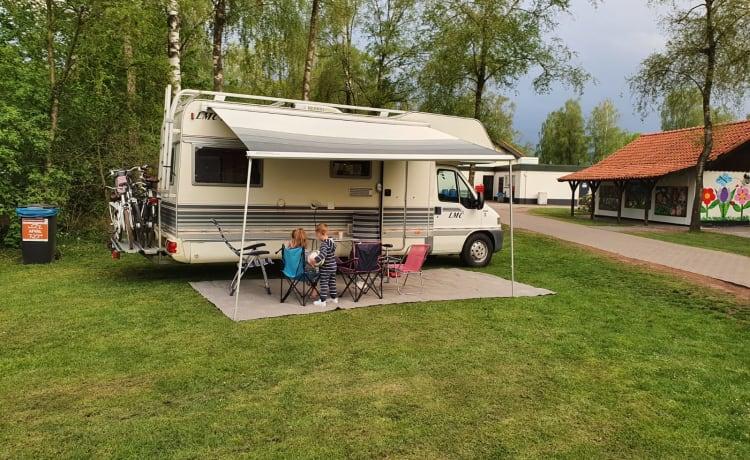 Spacious practical family camper!