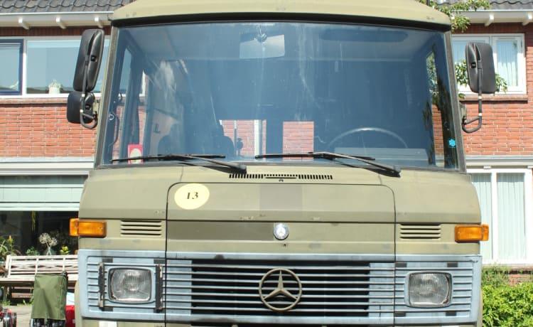 Mercedes Benz 508D 1986 - voormalig legerambulance!