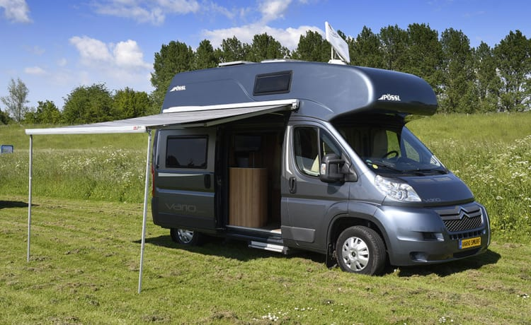 Vario Smurf – 4 fixed beds hotel on wheels