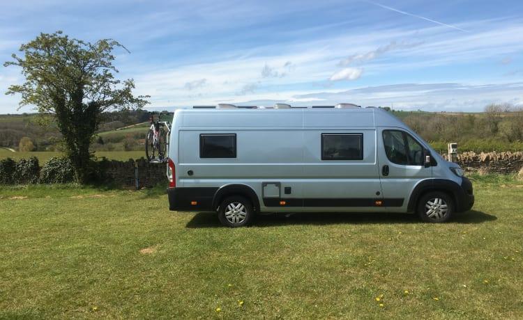 'FiBee' – 'FiBee' onze off-grid campervan
