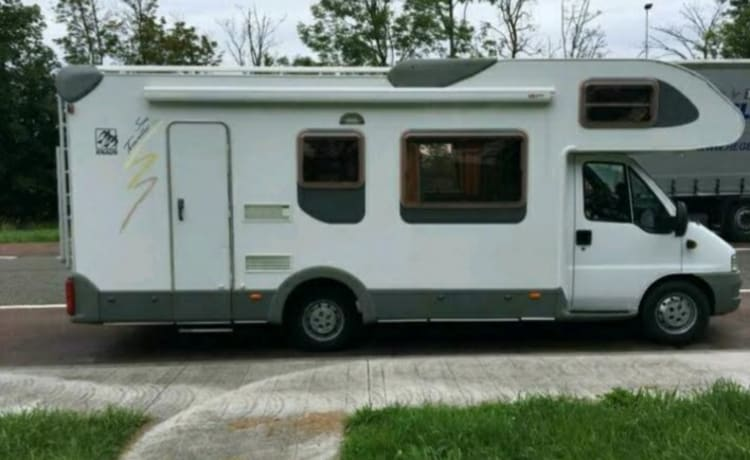 Large 6 person family camper!