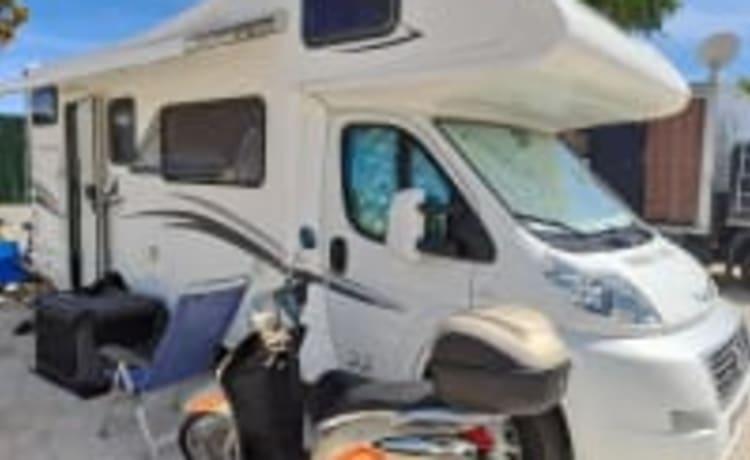 De Louis Glamys 22 op Fiat onderstel.  – Familie camper