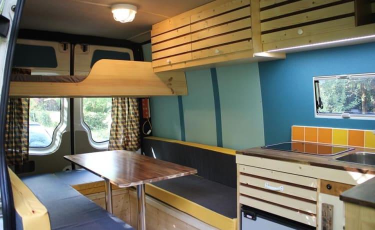 EigenWijze – Unieke Buscamper, met leuk interieur
