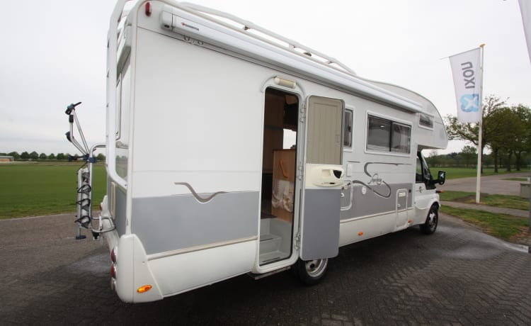 Spacious 7 person Rimor Superbrig family camper (bunk bed)