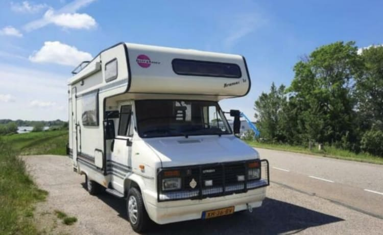 Barry – Cool classic camper for rent