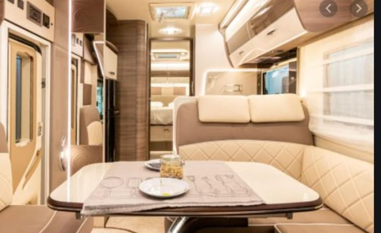 Horvathshouseonwheels – LUXURIOUS SPACIOUS Mobilhome from 2021 with 5 full beds!