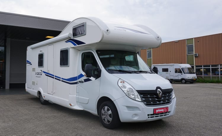 New spacious alcove camper with 7 sleeping places and air conditioning in the house.
