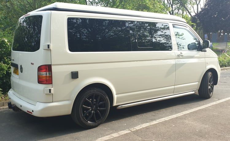 The White Pearl - VW T5 Campervan