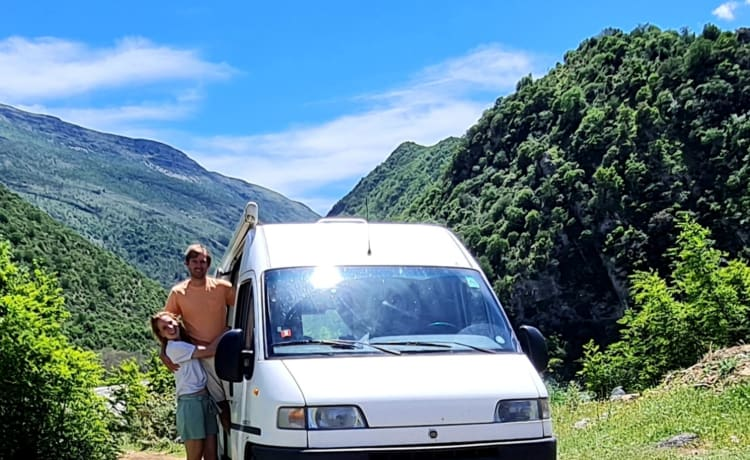 Rudi – Ideally furnished and cozy Fiat Ducato camper bus
