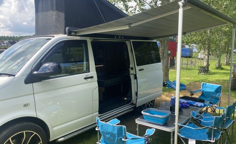 Sheila – Funky VW T5 Camper van Conversion