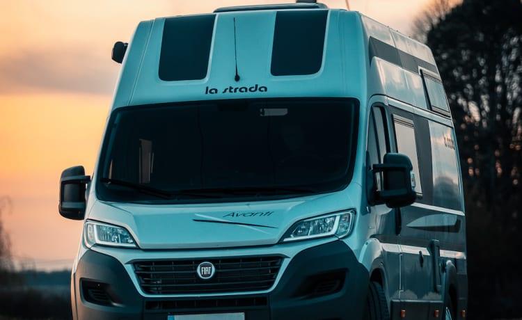 Luigi – La Strada Avanti EB: compacte camper met twinbed en alle comfort
