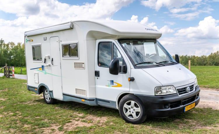 Compacte half-integraal camper