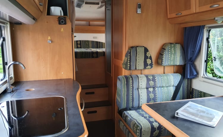 Homie 644 – Neat 6-person Hymer B644