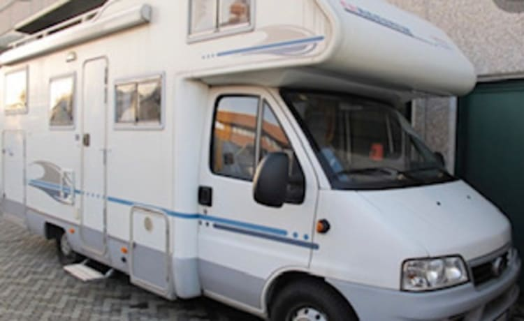 Ivo – 6-seater camper with garage