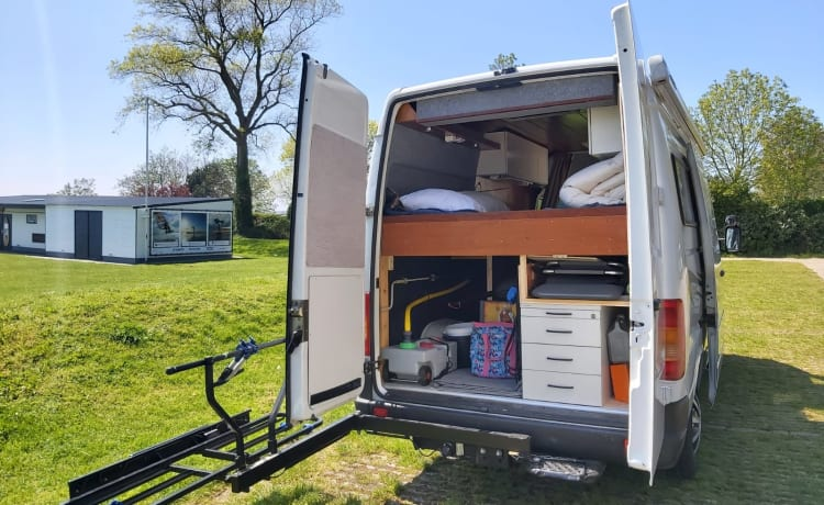 Donna – Discover Europe with our VW LT35 2.5 TDI Prima Donna Bus Camper!