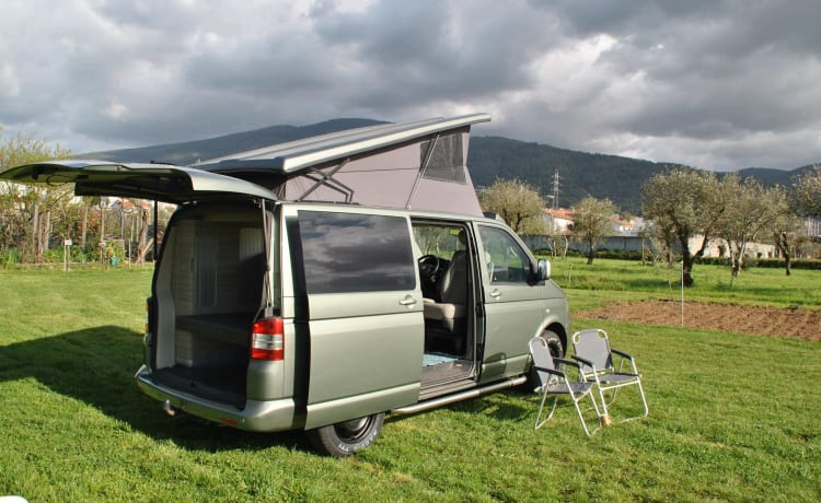 Volkswagen camper 4x4   4 personen    Fly and Drive - Portugal, Porto