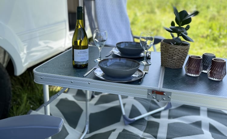 Brand new and Luxury 6-person alcove camper - The Queen A.