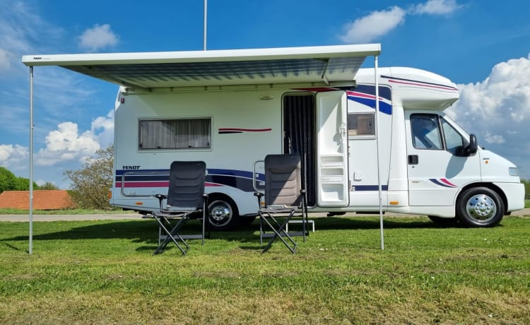 4 person spacious camper with fixed bed