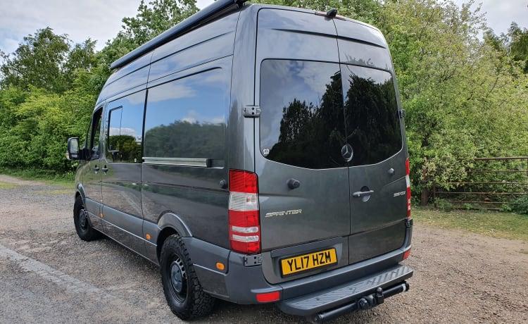 Stealth – Mercedes Sprinter Adventure Van