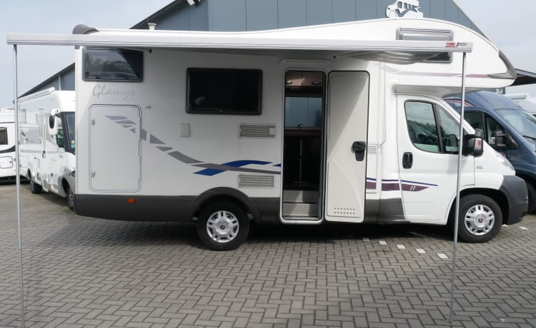 McLouis M700, 6 person sleeping and seating.