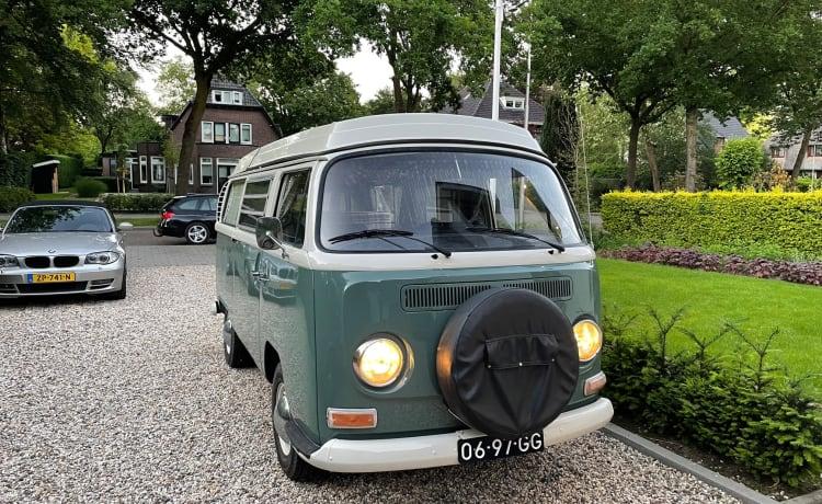 RetroT2 – Roadtrip in Nederland met deze Retro T2 Volkswagen bus