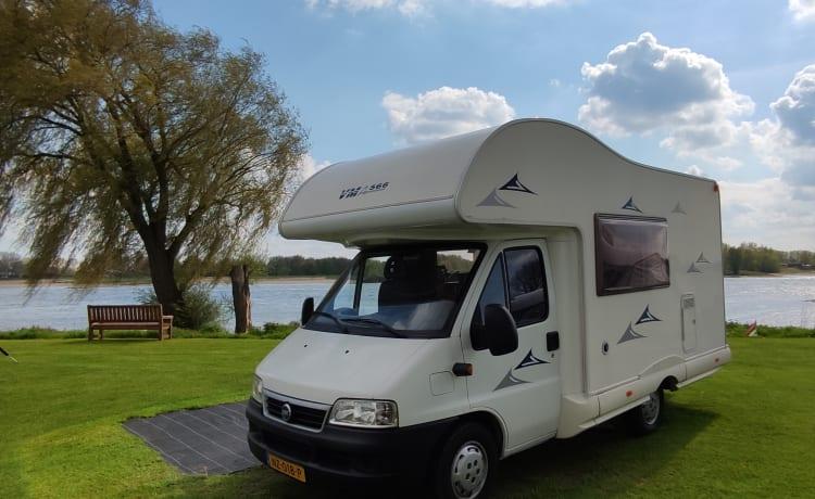 Compacte, complete camper met 2 vouwfietsen