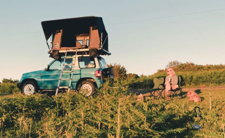 Roam Retro – Explore with 4x4 + roof tent