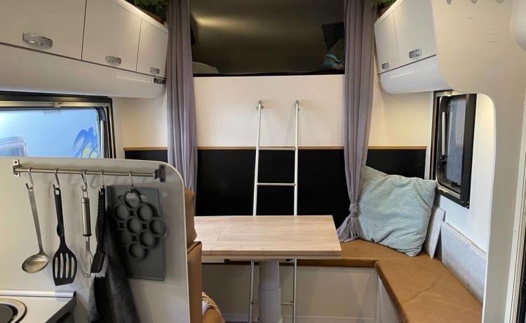 Zelf bouw – Spacious alcove mobile home