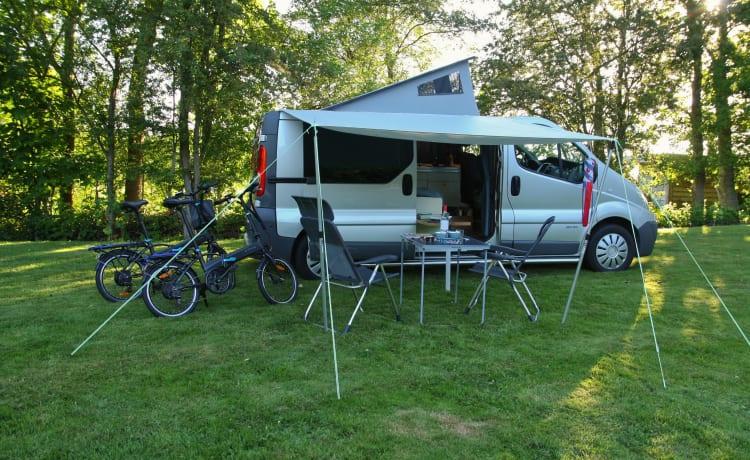 Compacte, praktische en gezellige 2 persoons camper (bus) (extra lang).