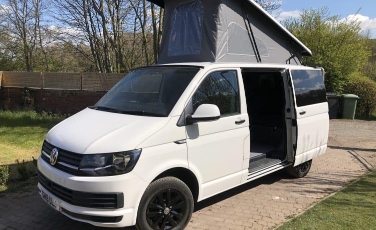 Hugo – Verwarmd - VW T6 Camper, onberispelijk gepresenteerd - ULJ