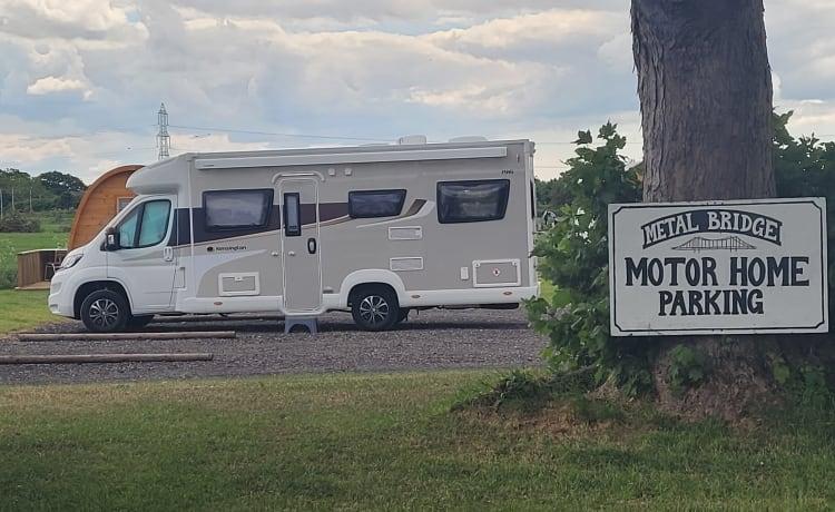 Mabel North East – 2021 6 slaapplaatsen, 6 veiligheidsgordels, camper beschikbaar in het noordoosten van Engeland