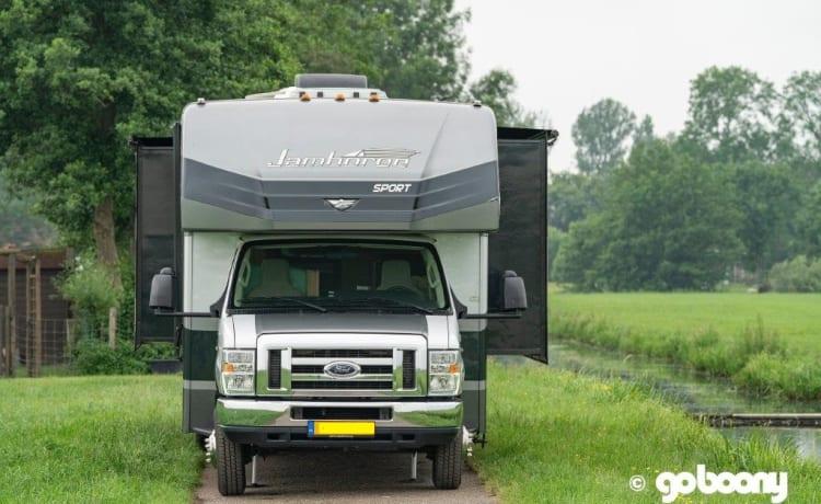 Fleetwood Ford E450 – C-Rijbewijs. Amerikaanse 9 persoons grote camper huren in Nederland