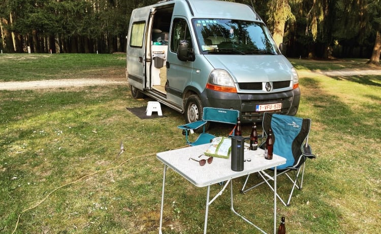 Yvette de Camionette – Renault Master with cozy and practical interior