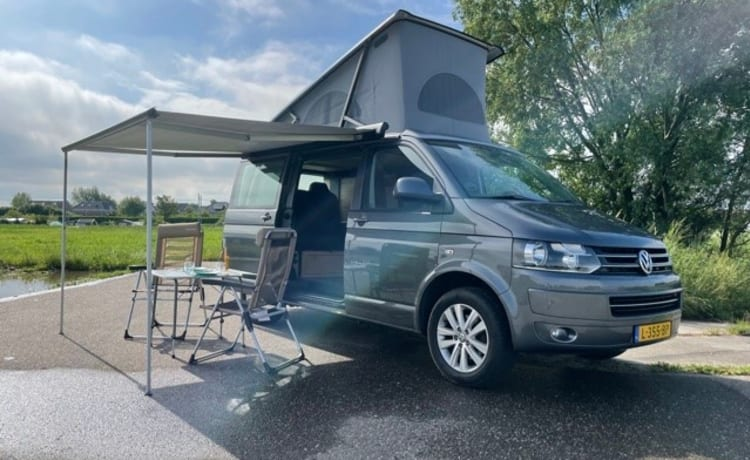 Raff – Experience freedom in our camper bus