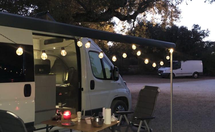 Nomad – Camper + Zonnepaneel & Ultieme Vrijheid