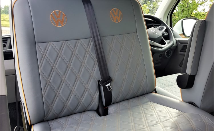 Monty – 2021 VW 6.1 4-persoons 5-zits luxe camper te huur