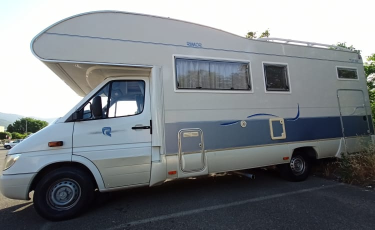 Giulio – Travel comfortably with plenty of luggage space and 2 double beds ready