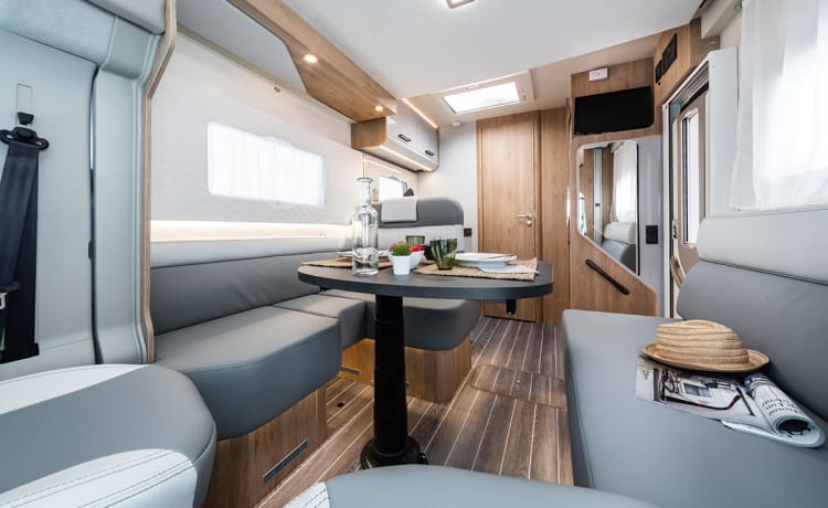 Brand New Luxury 2-4 Berth Roller Team T-Line 590 Automatic - Fully Insured