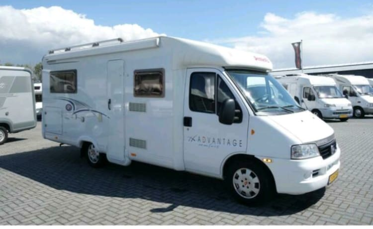 Very neat and complete camper with single beds
