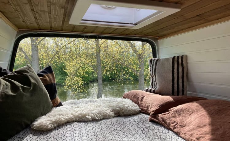 EVE – EVE bus camper design interior, off grid camping