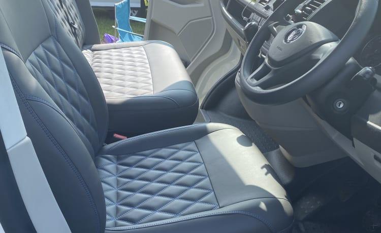 Bobbi-blue – Bobbi-blauw VW T6 4 persoons 5 zits