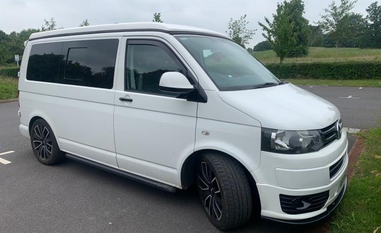 VW T5 campervan 4 berth/6 seats