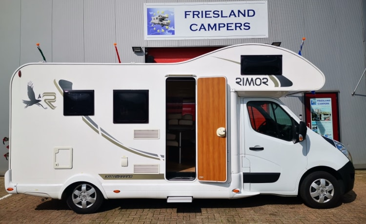 J-type Beautiful family camper with all the trimmings