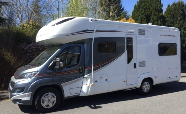 Mabel - The surf bus – Welkom bij onze mooie luxe familie Autotrail Apache 700