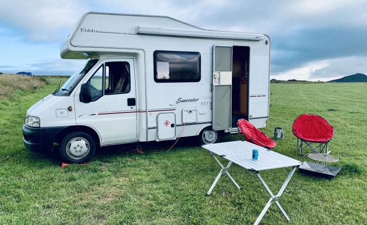 Lewis – Fantastic family motorhome sleeps 4 with 4 belted seats!