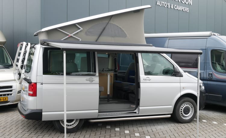 VW T5 California, 4 person sleeping place, 4 seats, with awning